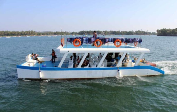 Boat Trip with Fun Water Activities in Goa 1