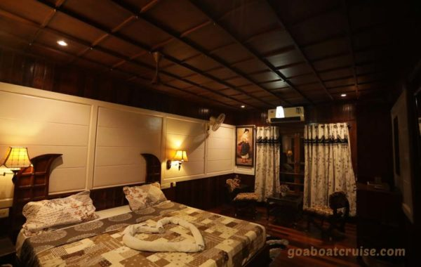 Houseboat-room-in-Goa
